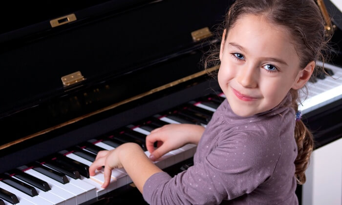 piano lessons little girl